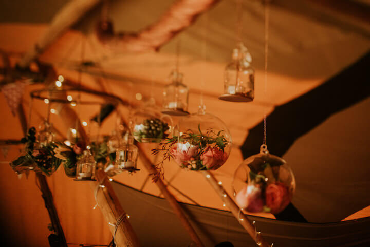 winter-tipi-wedding-baubles