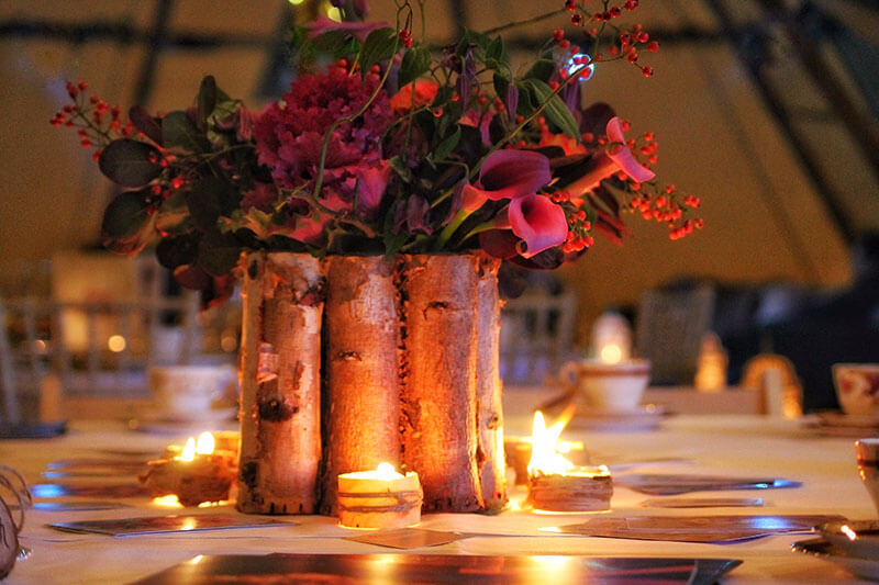 winter-tipi-wedding-candles-flowers