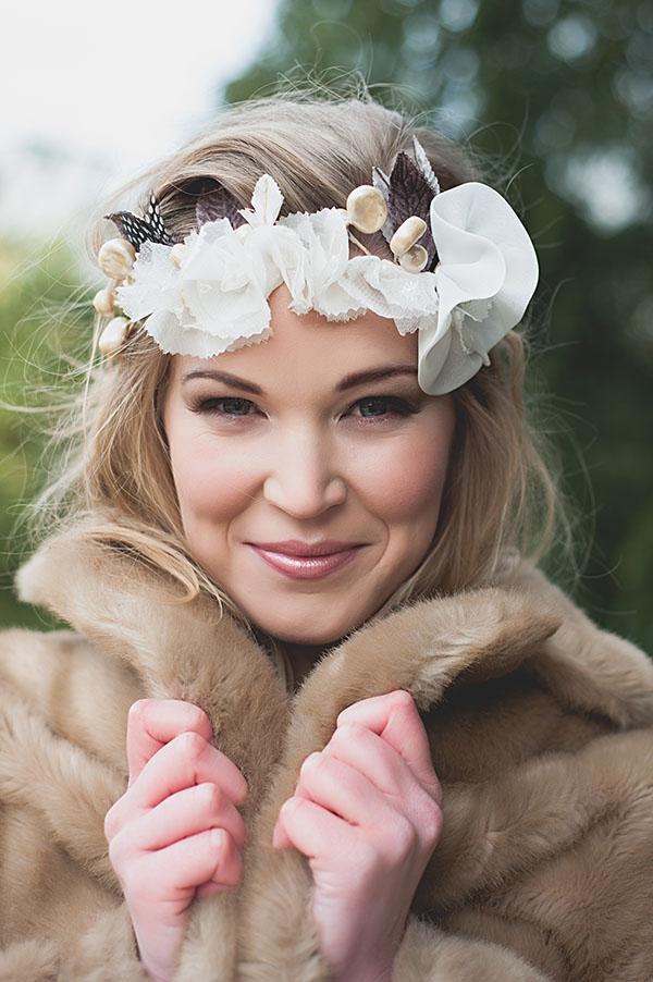 winter-tipi-wedding-fur-coat