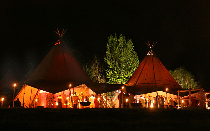 winter-tipi-wedding-nighttime-gathering